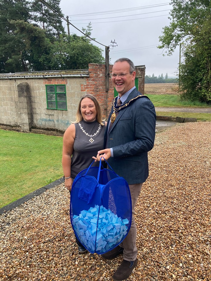 Cllr. Darren and Mrs. Sarah-Jayne Hobson pulled the prize winners out of the bag!