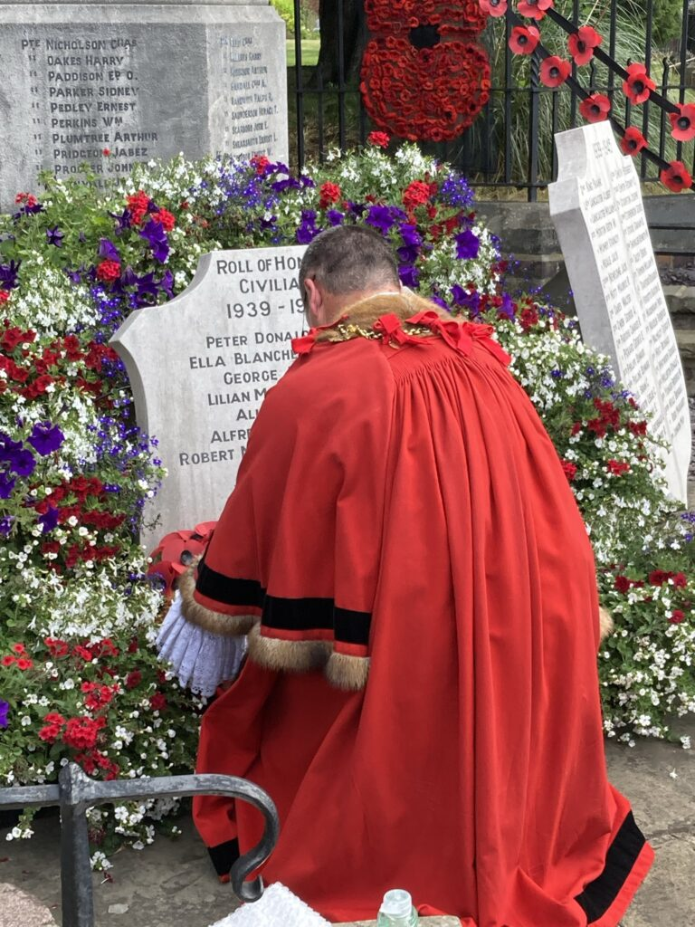 Mayor of Louth lays a wreath