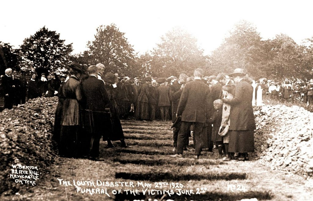 Crowds at the burials at Louth Cemetery